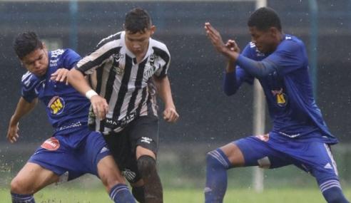 Cruzeiro derrota Santos fora de casa e vence a primeira no Brasileirão sub-17