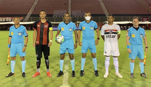 São Paulo aproveita expulsão, bate Vitória e vence a segunda no Brasileirão sub-17