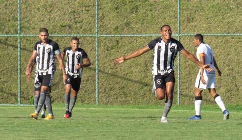 Botafogo vence líder Corinthians e se consolida no G-8 do Brasileirão Sub-20