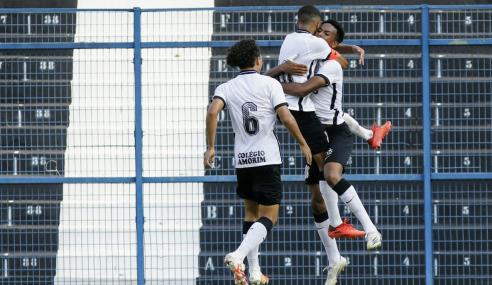 Corinthians vira no segundo tempo, bate Cruzeiro e dispara na ponta do Brasileirão sub-20
