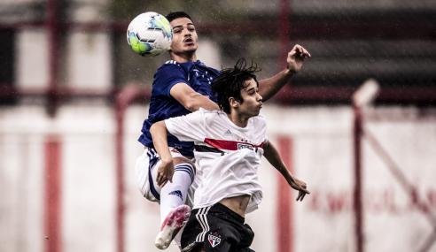 São Paulo faz dois gols no fim, vira sobre o Cruzeiro e fica com melhor campanha do Brasileirão sub-17