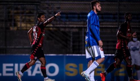 Vitória bate Cruzeiro fora de casa e entra no G-8 do Brasileirão Sub-20