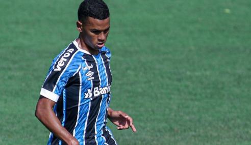 Grêmio encaminha renovação com volante do time de transição