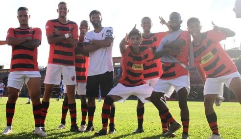 Flamengo vira em três minutos, bate Nacional e fica perto das oitavas do Paulistão sub-20