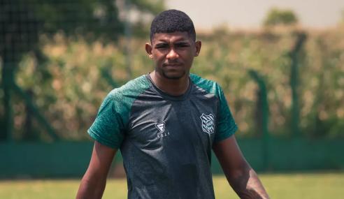 Figueirense rescinde com atacante Gabriel Lima, que volta ao Corinthians