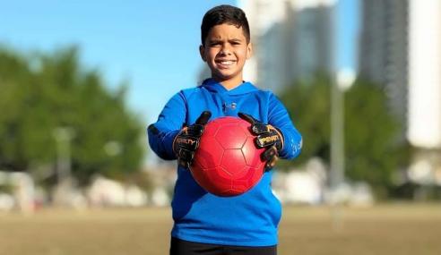 Aos dez anos, Gabriel Souza mostra foco para ser goleiro e quer inspirar jovens no futuro