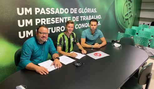 América-MG renova contrato com destaque do sub-20