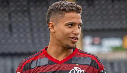 Flamengo renova empréstimo de lateral-direito do sub-20