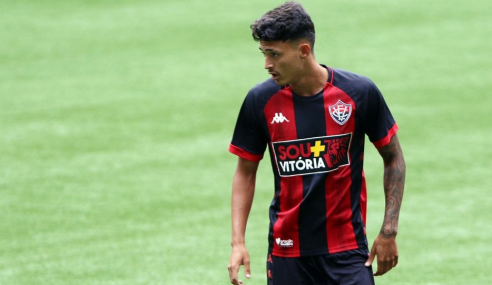 Vitória renova com zagueiro titular do sub-20