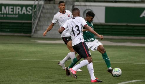 Athletico-PR se impõe fora de casa, goleia e tira Palmeiras do G-8 do Brasileirão Sub-20