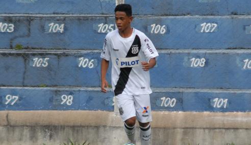 Atacante vibra com gol em sua estreia como profissional pela Ponte Preta