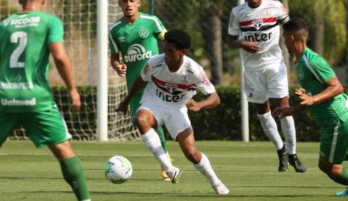 São Paulo tropeça em casa diante da Chapecoense, pelo Brasileirão Sub-20