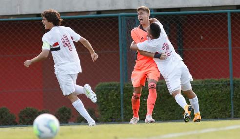 São Paulo elimina Corinthians nos pênaltis e vai às semifinais do Brasileirão sub-17