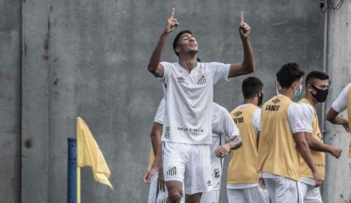 Com dois de artilheiro, Santos goleia Juventude pelo Brasileirão de Aspirantes