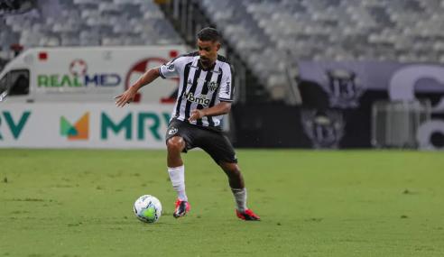 Atlético-MG amplia contrato de lateral até o fim do Brasileirão