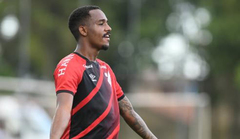 Athletico-PR vence lanterna Santos e dorme na liderança do Brasileirão Sub-20