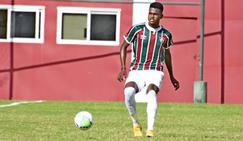Fluminense contrata zagueiro do sub-20 em definitivo