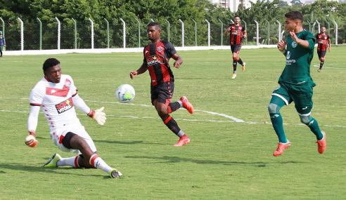 Com direito a gol do meio-campo, Goiás bate Vitória pelo Brasileirão Sub-20