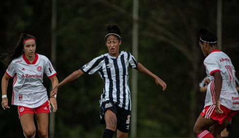 Mari Zanella pega dois pênaltis, Inter elimina Santos e vai à final do Brasileirão Feminino Sub-16