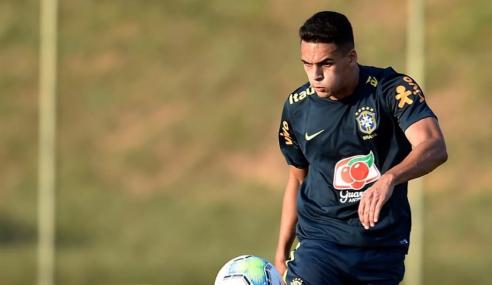 Zagueiro da Seleção Brasileira assina primeiro vínculo profissional com o Santos