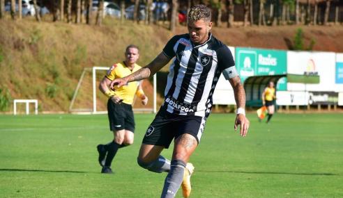 Três jovens do time sub-20 treinam com elenco principal do Botafogo