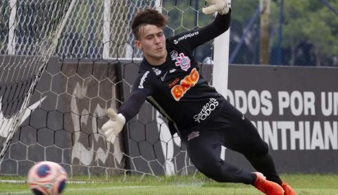 Goleiro do sub-17 se despede do Corinthians