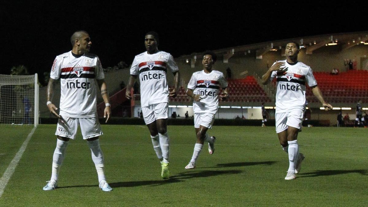 São Paulo vence, volta ao G-8 e tira Corinthians da liderança do Brasileirão Sub-20