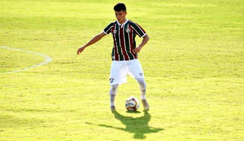 Fluminense renova empréstimo de dois jovens da base