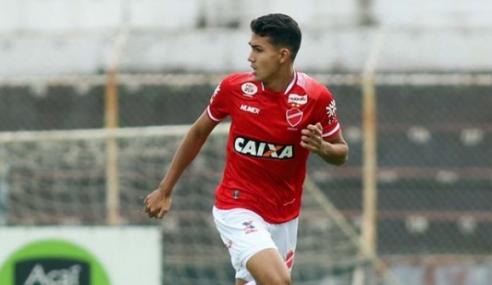 Zagueiro volta ao Vila Nova após empréstimo ao Corinthians