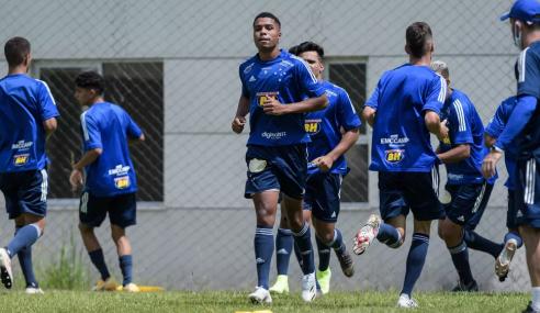 Com 44 atletas, Cruzeiro retoma treinos do sub-20; clube pode sofrer com contratos irregulares