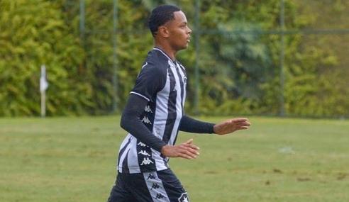 Botafogo assina com promessa e renova com dois atletas do sub-20