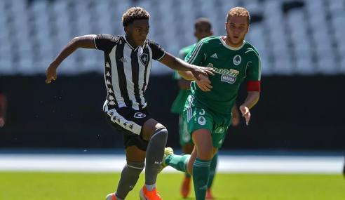 Botafogo perde promessa da base de graça