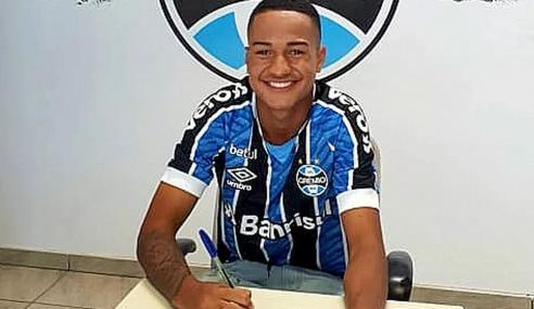 Grêmio assina primeiros contratos profissionais com atacante e lateral de 16 anos