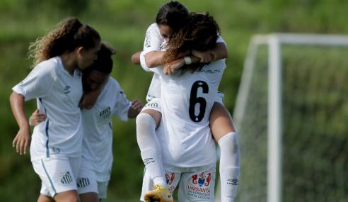 Santos vence Atlético-MG de virada e segue 100% no Brasileirão Feminino Sub-18
