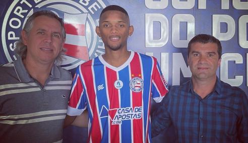 Dias após deixar o Botafogo, zagueiro acerta com o Bahia