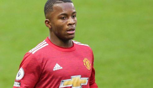 Jovem lateral chega ao MK Dons-ING por empréstimo do Manchester United-ING