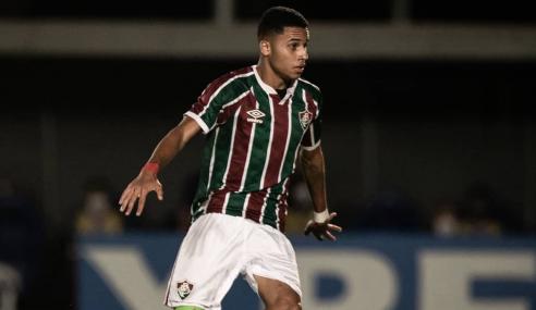Volante da Geração dos Sonhos assina contrato profissional com o Fluminense
