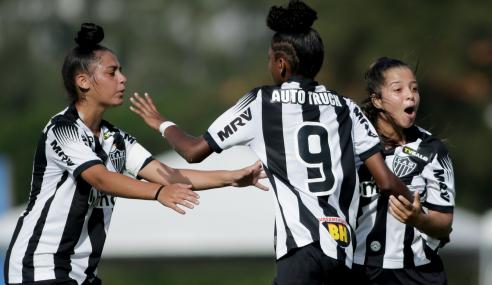 Atlético-MG bate Vitória e conquista primeiro triunfo no Brasileirão Feminino Sub-18