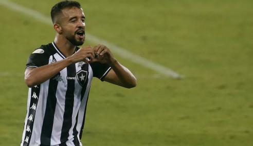 Botafogo recebe oferta da MLS por Caio Alexandre