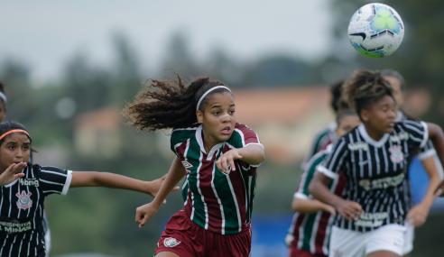 Fluminense volta a vencer Corinthians e mantém briga acirrada no Brasileirão Feminino Sub-18