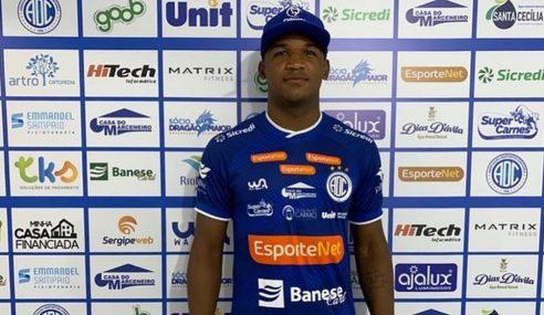 Confiança anuncia a contratação de centroavante do Ceará