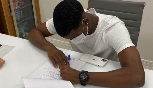 Goleiro campeão brasileiro sub-17 renova contrato com o Fluminense