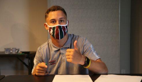 Depois de estreia, Arthur assina primeiro contrato profissional com o Fluminense