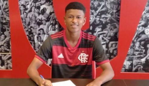 Bill assina primeiro contrato com o Flamengo
