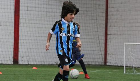 Versátil e cobiçado, Enzo Melo surge como um dos grandes talentos da base do Grêmio
