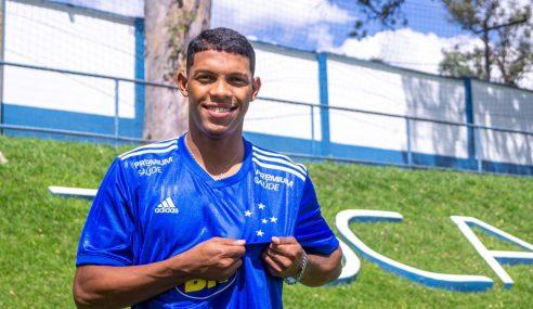 Cruzeiro oficializa contratação do atacante Vitor Leque