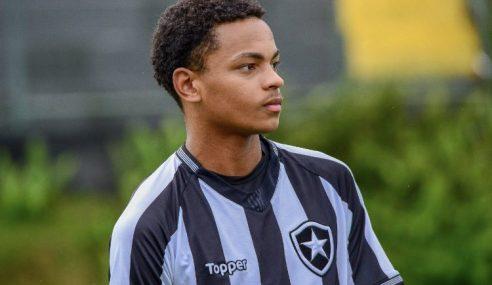 Jhonnatha comemora primeiro gol pelo sub-20 do Botafogo