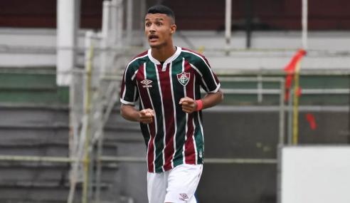 Fluminense renova com lateral-esquerdo destaque no sub-17