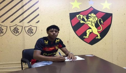 Goleiro assina primeiro contrato profissional com o Sport