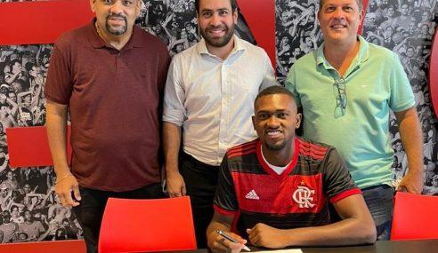 Zagueiro do time sub-20 renova contrato com o Flamengo até 2023